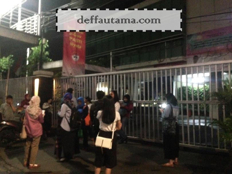 Membuat E-Paspor di Jakarta - Antrian di Gerbang